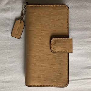 Coach Wallet iPhone 6/7 Folio in Tan and Gold